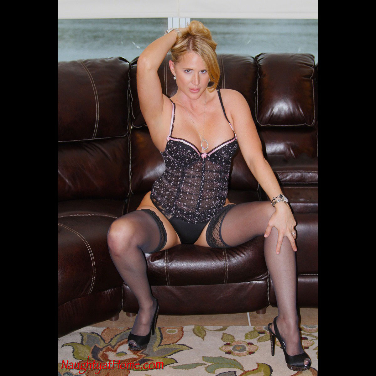 Naughtyathome.com Pictures Porn naughty at home desirae spencer amateur porn milf website